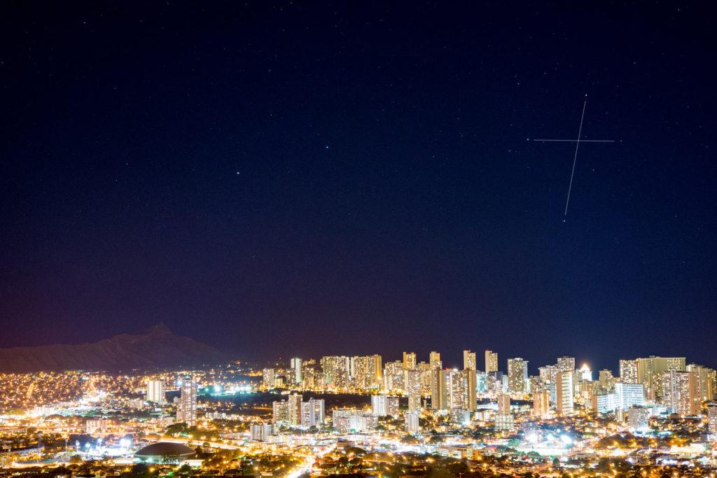 ホノルルの夜景と南十字座