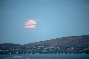 ココ・ヘッドと満月(オアフ島)