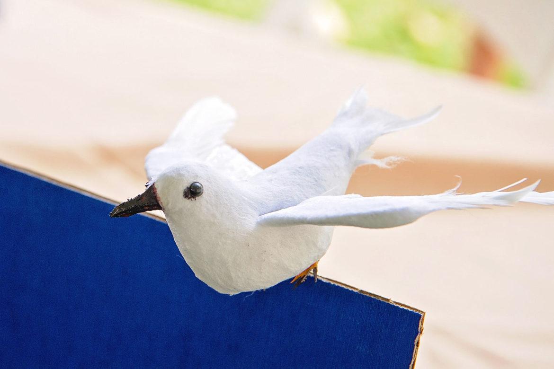 紙で作られたマヌオクー(シロアジサシ)