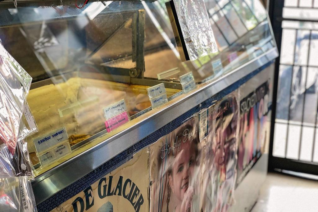 年季の入ったアイスクリームケース